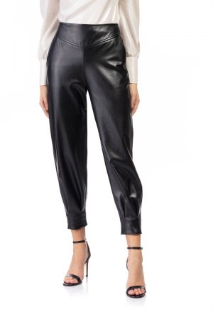 Black-faux-leather-pants-high-waist-elsa-barreto